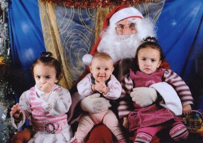 Suite de la séance photo de Maely + photo avec le pére noel et ses 2grande soeur !!!