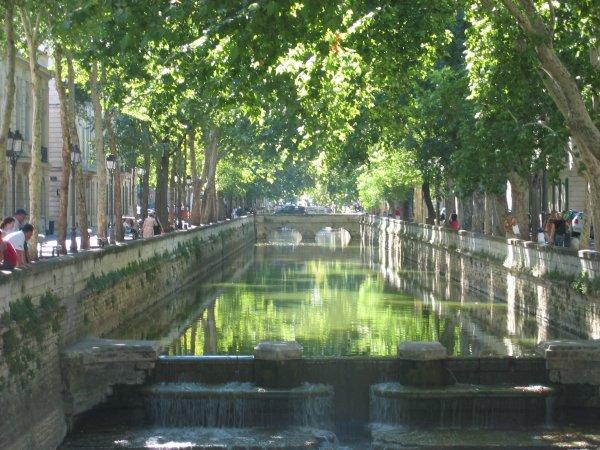 Les quais de la fontaine ( Nîmes )