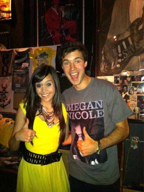 """Nouvel photo twitter de Megan avec @CurtisPeople . Elle a aussi ajouter """"c'est mon plus grand fan""""."""