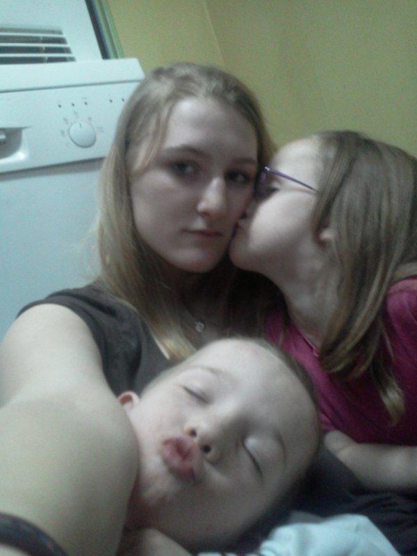 frere et soeur c la famille ke du bonheur