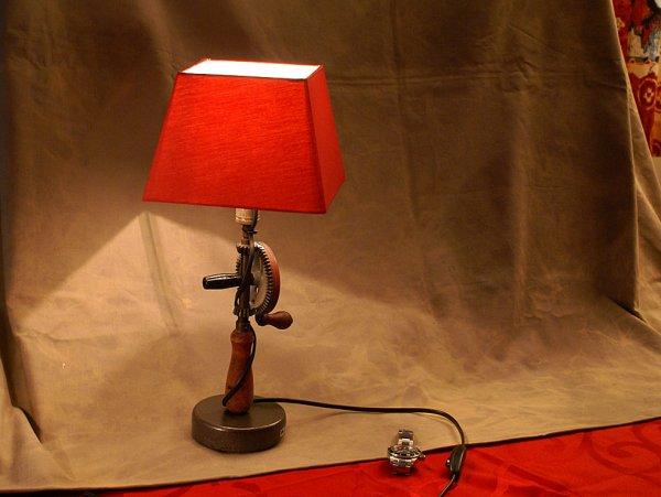 Nouvelle lampe chignole manivelle l 39 atelier de la lampe - Lampe de poche a manivelle ...