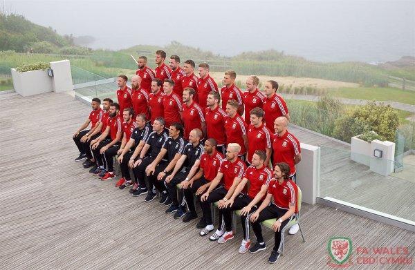 Photos de groupe du Pays de Galles au Novotel Thalasso Dinard (07.06.16)