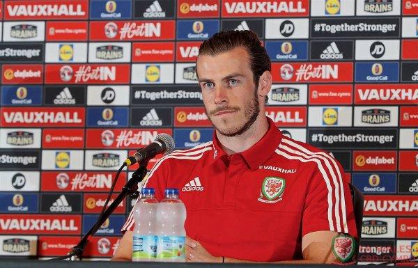 Photos de Gareth Bale en Conférence de presse à Dinard (09.06.16)