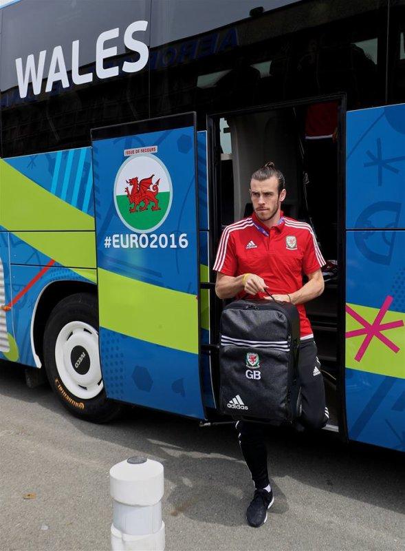 Départ pour l'aéroport de Dinard Pleurtuit Saint-Malo pour leur match d'ouverture de l'UEFA Euro 2016 à Bordeaux (10.06.16)