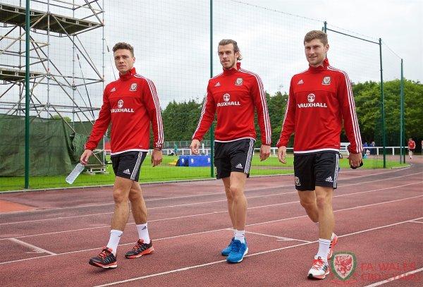James Chester, Gareth Bale et Ben Davies à l'entraînement à Dinard (12.06.16)