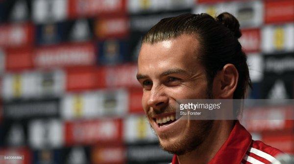 Photos de Gareth Bale en Conférence de presse à Dinard (14.06.16)