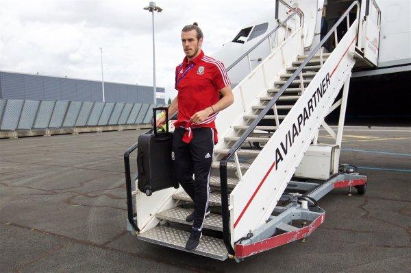 Arrivée de Gareth Bale à l'aéroport international de Lille Lesquin (15.06.16)