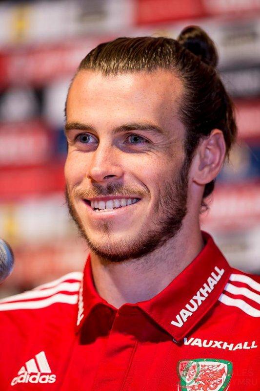 Photos de Gareth Bale en Conférence de presse à Dinard (23.06.16)