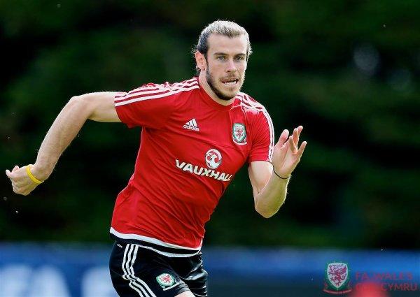 Photos de Gareth Bale à l'entraînement à Dinard (24.06.16)