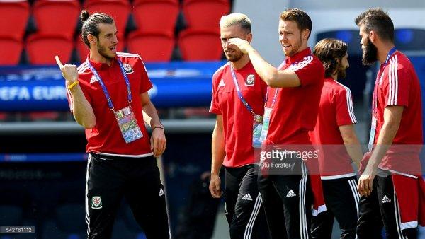 Photos de Gareth Bale avant l'entraînement à Paris au Parc des Princes (24.06.16)