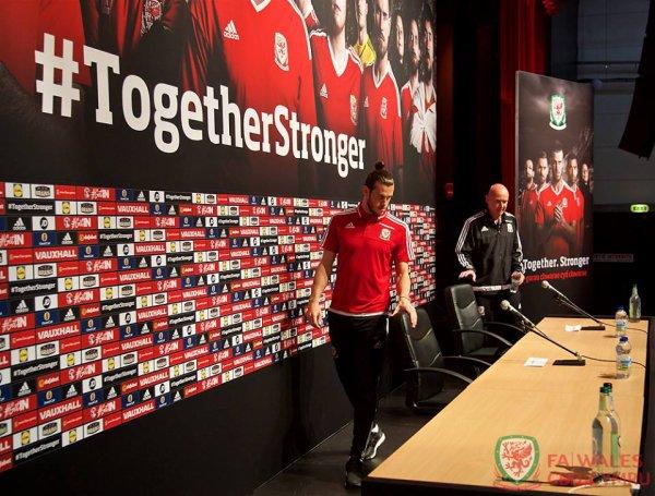 Photos de Gareth Bale en Conférence de presse à Dinard (29.06.16)