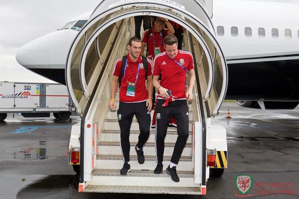 Arrivée de Gareth Bale à l'aéroport international de Lille Lesquin (30.06.16)