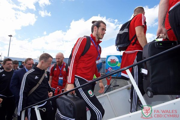 Gareth Bale et l'équipe du Pays de Galles retournent à Dinard (02.07.16)