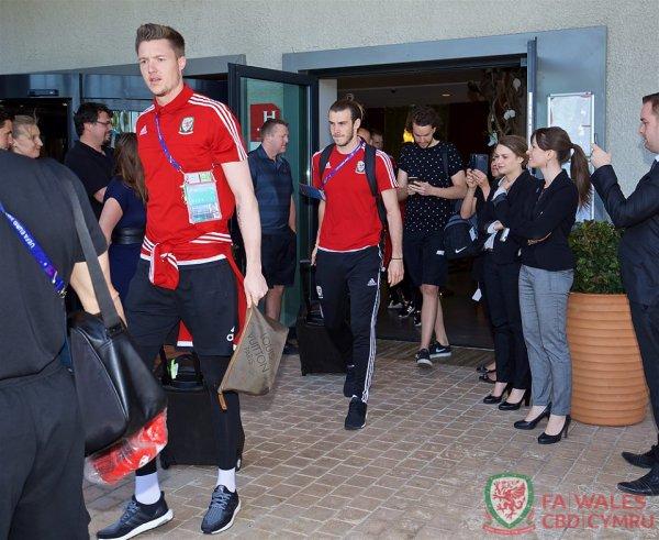 Gareth Bale et l'équipe du Pays de Galles quitte l'hôtel de Lyon pour retourner à Dinard (07.07.16)