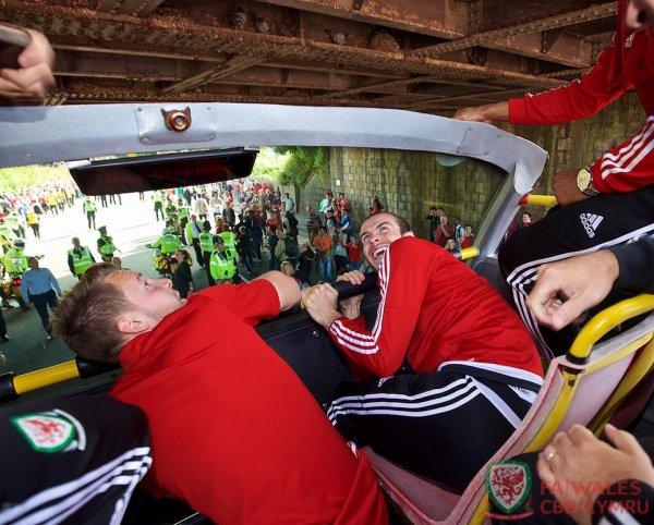 Photos de Gareth Bale et l'équipe du Pays de Galles pour leur retour à Cardiff (08.07.16)