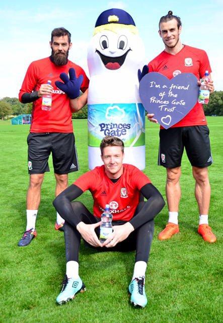 Gareth Bale, Joe Ledley et Wayne Hennessey pour Princes Gates Water (31.08.16)