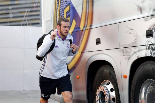 Photo de Gareth Bale rejoignant le bus pour la concentration d'avant match (21.09.16)