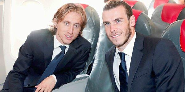 Gareth Bale & Luka Modric dans l'avion avec l'équipe en direction de Dortmund (26.09.16)