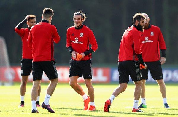 Photos de Gareth Bale à l'entraînement avec le Pays de Galles (05.10.16)