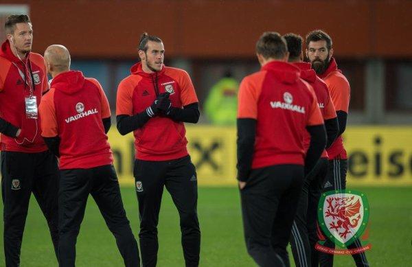 Gareth Bale & Joe Ledley avant le match contre l'Autriche (06.10.16)