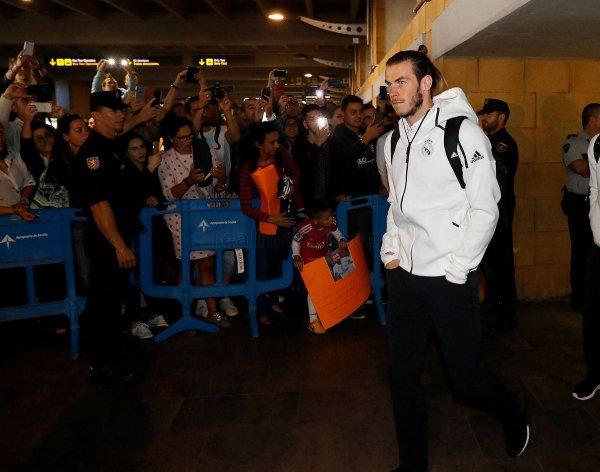 L'arrivée de Gareth Bale et l'équipe à Séville (15.10.16)
