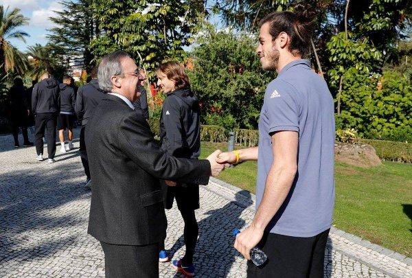 Florentino Perez est venu saluer l'équipe (22.11.16)