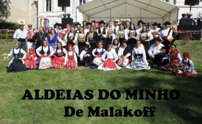"""A associçao portuguesa """" Aldeias Do Minho """" De Malakoff foi formada em maio 1982, foi o resultado de uma grande amizade. Este grupo de amigos conheceram-se em Portugal e tinham por habito de dansar juntos em associaçoes. Este grupo representa a regiao do Minho de Portugal."""