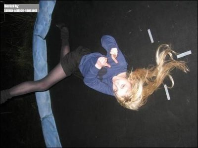 Evanna Lynch et son trampoline!!!