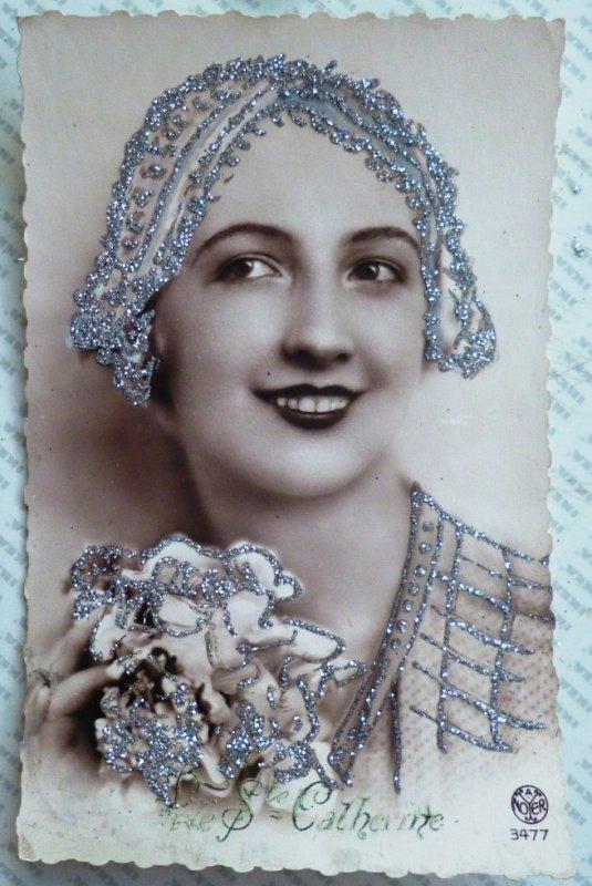 photo portrait de femme coiffe et decor artistique fete ste catherine