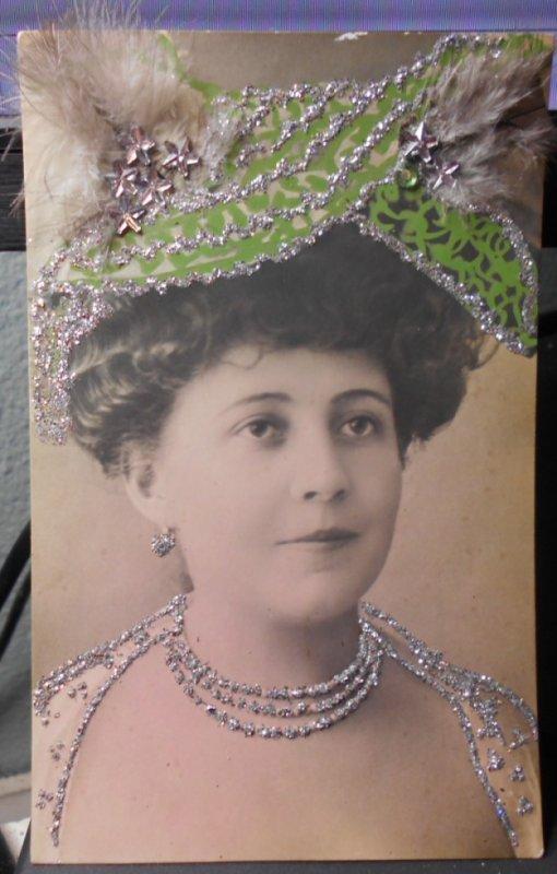 photo ancienne peut etre artiste grand chapeau