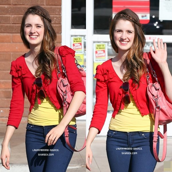 Laura Marano faisant des courses le 12 Août 2013