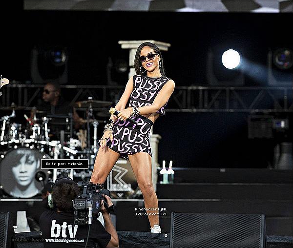 """- 26/07/2013 : Rihanna donnait un concert au """"Bergenhus Festning"""" en Norvège ! TOP/FLOP ? -"""