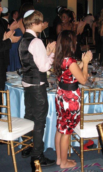 Justin Bieber a un mariage juif : il porte la kippa !!