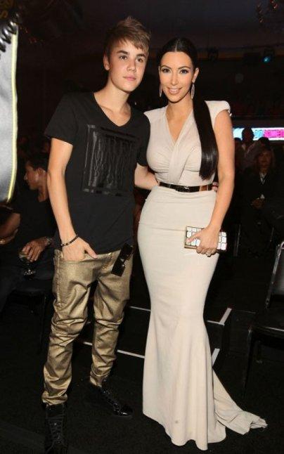 Justin sèche le mariaga d'une grande amie!