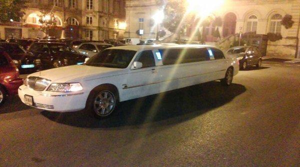 En mode boîte de nuit avec les pote + limousine