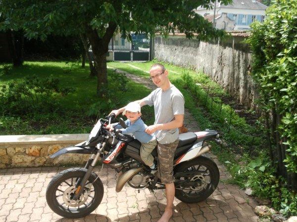 moi et mon petit frere plu tard un motar