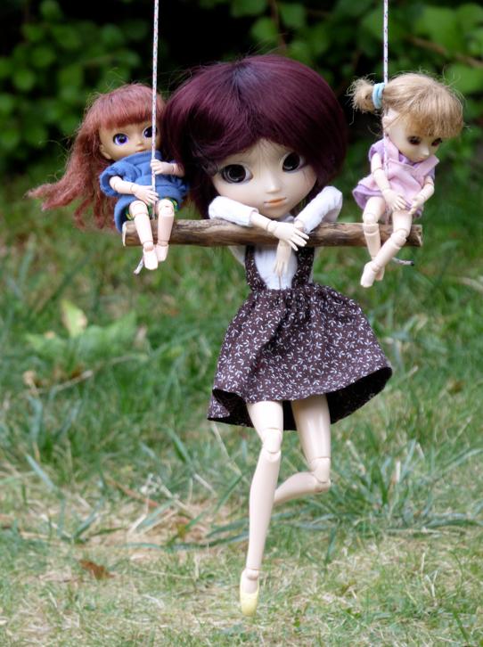 3 jolies miss, qui se balançaient... ♫