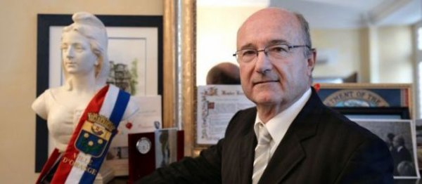 Municipales à Orange : une socialiste rejoint l'ex-FN Jacques Bompard - leparisien.fr