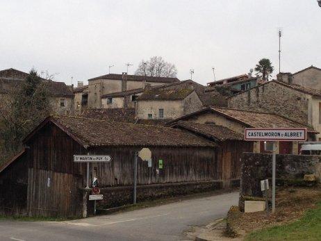 Campagne municipale acharnée à Castelmoron-d'Albret, le plus petit village de France - francebleu.fr
