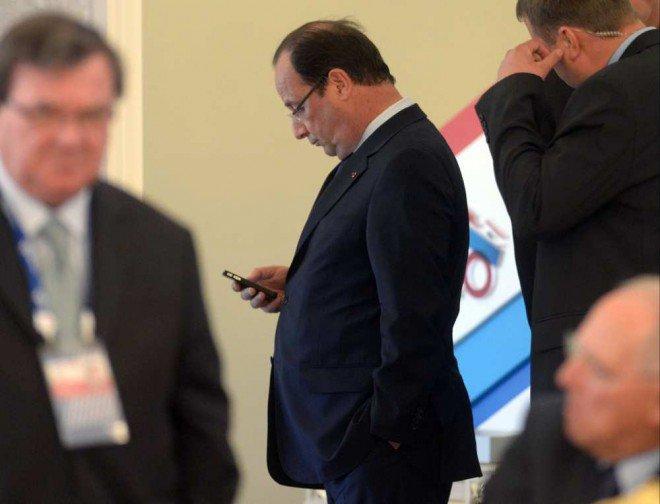 Hollande accro aux SMS, une manie inédite à l'Elysée - lesechos.fr