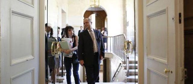 Aubry rappelée à l'ordre par Le Roux, patron des députés PS - leparisien.fr