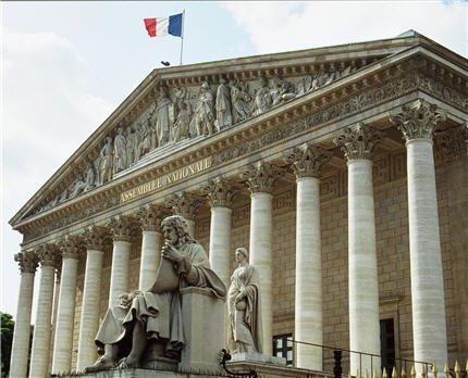 Les députés renforcent en commission l'interdiction de sortie du territoire - liberation.fr