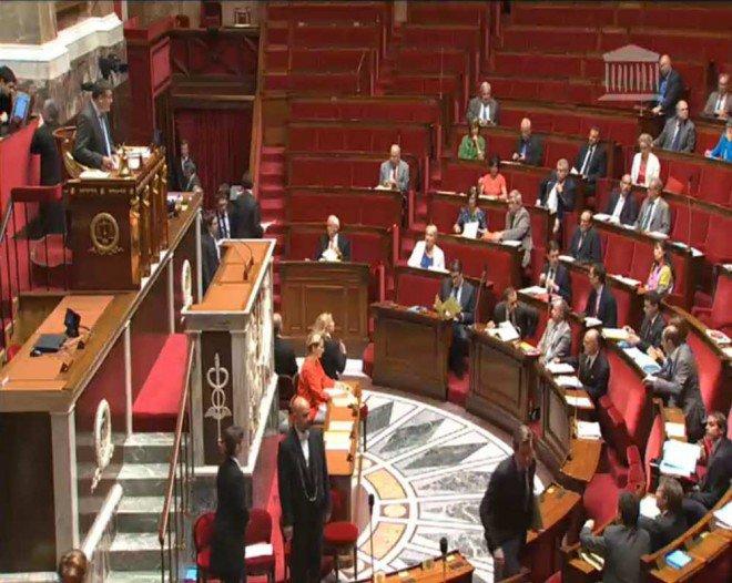Transparence : 10% des parlementaires exercent une activité rémunérée dans le privé - lesechos.fr