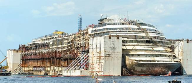 Ségolène Royal surveille le passage du Concordia sur les côtes corses - lepoint.fr