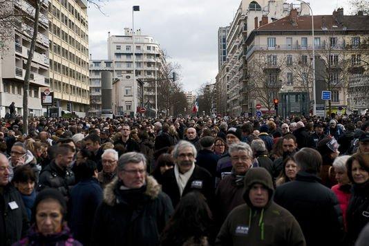 De Lyon à Nouméa, plus de deux millions de manifestants - lemonde.fr