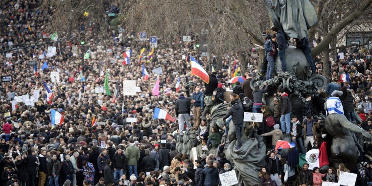 Marche républicaine : 3,7 millions de personnes dans les rues en France - europe1.fr