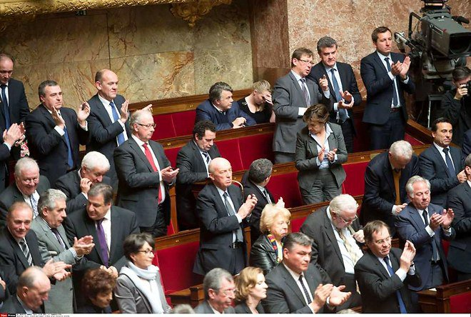 Le discours de Valls acclamé à droite comme à gauche - lesechos.fr