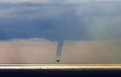Une trombe marine aperçue à Nice ce lundi - nicematin.com