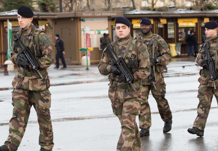 Montreuil: des militaires menacés devant un lycée juif - francesoir.fr