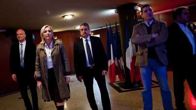Financement de campagnes au FN : un proche de Marine Le Pen mis en examen - franceinfo.fr